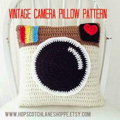 hopscotch lane: Vintage Camera Pillow Pattern...super cute