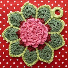 Karin aan de haak! Potholder Rose Ripple.   Pattern is from Delight-Gems.
