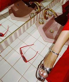 Imagem de red, aesthetic, and vintage Mode Vintage, Retro Vintage, Vintage Vibes, Lady Laura, Luanna, Retro Aesthetic, Aesthetic Fashion, Poses, Looks Cool