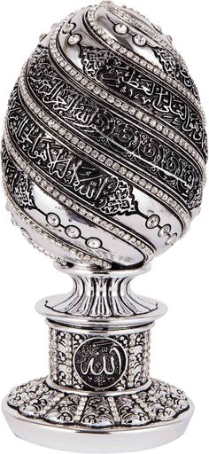 A luxury engraved statue insribed with Ayatul-Kursi(2:255). An ideal gift for Wedding, Graduation, Ramadan, Eid, House warming, or any other occasion. It comes in many different finishes and jewel col