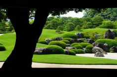足立美術館 Modern Japanese Garden, Japanese House, Japanese Art, Japanese Gardens, Zen Gardens, Adachi Museum Of Art, Farm Village, Home Temple, Mansions Homes