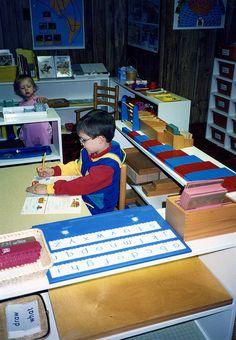 Montessori - how to set up a classroom at home