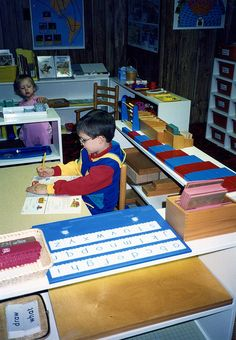 Montessori - how to set up a classroom at home