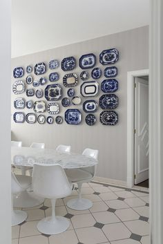 Coleções de pratos portugueses pas pareles sempre foram excelentes complementos de decoração. Hoje em dia, continuam sendo, mas sob novas configurações  (Foto: Andre Klotz)