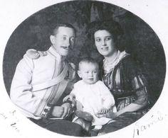 Гр. Юрий Александрович Шереметьев (1887-1971) и его супруга Екатерина Дмитриевна (ур. кн.Голицына) (1889-1936) и их сын Александр (род. 1911).