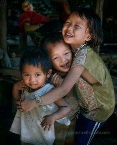 Children of the world Kids Around The World, We Are The World, People Around The World, Just Smile, Happy Smile, Smile Face, Precious Children, Beautiful Children, Beautiful Babies