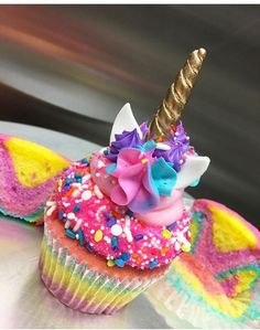 Unicorn cupcakes-picture only Rainbow Cupcakes, Cute Cupcakes, Themed Cupcakes, Mini Cakes, Cupcake Cakes, Unicorn Foods, Unicorn Cakes, Cupcakes Decorados, Cupcake Recipes