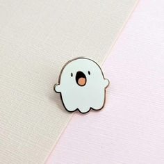 Ghostie the Ghost Enamel Pin - Schmuck - Jewelry Bag Pins, Jacket Pins, Cool Pins, Metal Pins, Pin And Patches, Cute Faces, Pin Badges, Lapel Pins, Pin Collection
