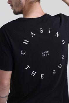 Masculino / Birden Co. Loja Online - Graphic Shirts - Ideas of Graphic Shirts - Masculino / Birden Co. Shirt Print Design, Tee Shirt Designs, Tee Design, Design Kaos, Creative T Shirt Design, Graphic Shirts, Printed Shirts, Tee Shirts, Femmes Les Plus Sexy