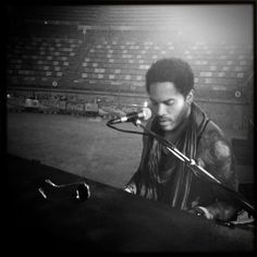 Lenny Kravitz shared a photo from his sound check.