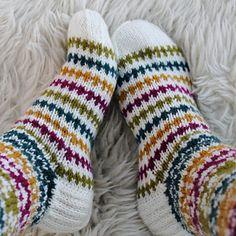 Ravelry: Taimitarhan Polvisukat pattern by Niina Laitinen Wool Socks, My Socks, Knitting Socks, Designer Socks, Yarn Crafts, Mittens, Ravelry, Slippers, Clothes For Women