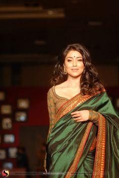 Shriya Saran in saree hot Pictures & Stills