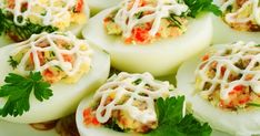 Kaszinótojás – nekünk is nagy kedvencünk! Egg Recipes, Healthy Recipes, Dill Salmon, Cheese Ball, Deviled Eggs, Meal Planning, Food And Drink, Veggies, Appetizers