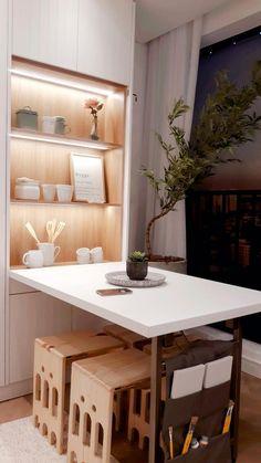 """Apartamento studio decorado pelo ESTÚDIO ARK. A mesa retrátil com bancos é uma ótima opção para ambiente compactos. Com nosso """"porta-treco"""" personalizado! E Design, New Homes, Kitchen, Furniture, Home Decor, Head Boards, Bathrooms, Wire, Products"""