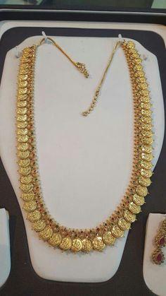 Jewelry Design Earrings, Gold Earrings Designs, Pendant Jewelry, Necklace Designs, Pearl Jewelry, Indian Jewelry, Gold Pendant, Jewelry Sets, Gold Temple Jewellery