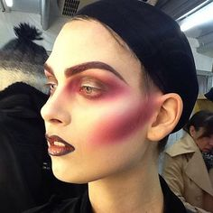 thealexbox super sneaky back stage look from the up and coming epic Italian Vogue beauty shoot. Maquillage Halloween, Halloween Makeup, Halloween 2019, Halloween Ideas, Crazy Makeup, Makeup Looks, Loulou Robert, Mad Hatter Makeup, Photographic Makeup