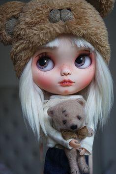 Reservados de M Ooak Custom Blythe Doll NOKO por por BlythebyCihui Blythe Dolls, Girl Dolls, Gothic Dolls, Creepy Dolls, Little Doll, Doll Repaint, Custom Dolls, Ball Jointed Dolls, Doll Face