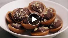 Sugen på något sött till kaffet? Krämig kola med choklad och nutella passar perfekt till fikat – här är ett recept på hemgjord Toffifee.