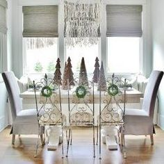 Pretty Holiday Deco Dining Room Table