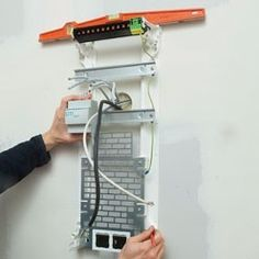 fixer au mur un tableau électrique Communication, Electrical Wiring, Home Jobs, Home Automation, Arduino, How To Plan, Internet, Barbecue, Technology