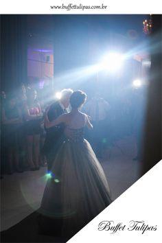 Nós sabemos quando vivemos momentos especiais!  (11) 2076-9919  www.buffettulipas.com.br