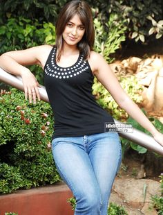 Click this link to view unseen, hot and uncensored pics of ileana d'cruz. Indian Actress Images, South Indian Actress Hot, Indian Bollywood Actress, Bollywood Girls, Beautiful Bollywood Actress, Most Beautiful Indian Actress, Indian Actresses, Beauty Full Girl, Beauty Women