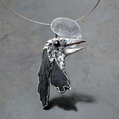 Nevermore+-+na+přání+Náhrdelník+na+přání+s+ametystem+(oko)+a+tremolitem+(podle+někoho+černý+kyanit)+velikost+cca+12+x+6+cm+nerezová+obruč+Ø+14,5+cm+E.A.+Poe+-+Havran+DÁRKOVĚ+BALENO