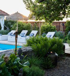 """Solhem ett sekelskifteshus on Instagram: """"Godkväll😍 Mellan poolen och huset med en matplats under, går en spång som binder samman allt. Där emellan har vi gjort en liten plätt med…"""" Sweet Home, Patio, Outdoor Decor, Plants, Instagram, Home Decor, Garden, Arquitetura, Houses"""