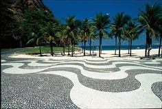 Calçadão da Avenida Atlântica, na Praia de Copacabana  http://img.terra.com.br/i/2009/10/02/1332633-8895-ga.jpg