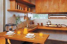 Dapur mungil sangat membutuhkan rancangan furniture yang praktis dan simpel. Mengaplikasikan kitchen set 'melayang' pada dapur mungil%0A, dapat digunakan sebagai meja makan. Tertarik? Berikut ulasan lengkapnya.%0A