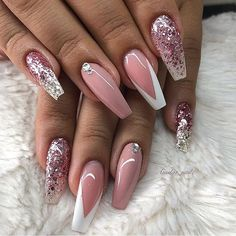 Adding some glitter nail art designs to your repertoire can glam up your style within a few hours. Check our fav Glitter Nail Art Designs and get inspired! Simple Nail Art Designs, Easy Nail Art, Nail Designs, Perfect Nails, Gorgeous Nails, Cute Nails, Pretty Nails, Hair And Nails, My Nails