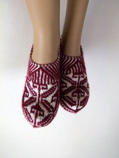 Claret red and cream Home Slippers-Hand knit women house slipper-Traditional Turkish Design-womens crochet shoe-Your choice of color Baby Slippers, Knitted Slippers, Leather Slippers, Womens Slippers, Knitting Socks, Hand Knitting, Turkish Design, Bordeaux, Crochet Shoes