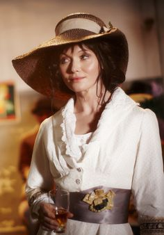 Miss Phryne Fisher (Essie Davis) in 'Murder in Montparnasse' (Series 1, Episode 7)