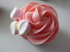 Estrade's cakes: cupcakes de chocolate con butterceam de Fluff de fresa, receta