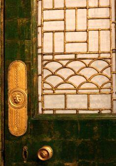 Green door with ornate brass details Knobs And Knockers, Door Knobs, Peacock Room, Gold Door, Leaded Glass, Glass Door, Door Detail, Windows And Doors, Front Doors
