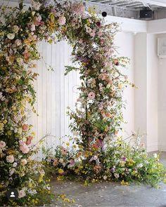 Arc Floral, Floral Arch, Floral Foam, Wedding Ceremony Ideas, Ceremony Arch, Wedding Arbors, White Wedding Arch, Floral Wedding, Wedding Flowers