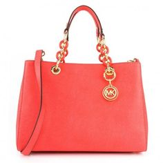 Do you like to be fashionable and love accessories? We bring you the Women's Handbag Michael Kors 801 and a comprehensive range of on-trend bags and wallets! Coral, Handbags Michael Kors, Jewelry Gifts, Shoulder Bag, Wallet, Purses, Accessories, Grande, Clothing