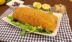 Polpettone di patate e tonno LA PREPARAZIONE Lessate e schiacciate le patate. Aggiungete il sale, il pepe, il prezzemolo, l'uovo, il parmigiano e infine il tonno sgocciolato. Aggiungete anche della scorza di limone per dare un tocco di sapore in più. Formate un impasto compatto e dategli la forma di un polpettone. Ricopritelo con del pangrattato e infornate per 30 minuti a 200°. Una vol...
