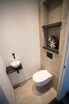 Small Toilet Decor, Toilet Room Decor, Small Toilet Room, Small Space Bathroom, Modern Bathroom Design, Bathroom Niche, Downstairs Toilet, Toilet Design, Bathroom Design Luxury