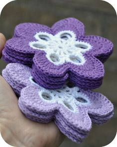 Flower coaster ☺ Free Crochet Pattern ☺ Might work to use baby yarn, work join as you go Crochet Coaster Pattern, Crochet Motifs, Crochet Squares, Crochet Doilies, Crochet Flowers, Crochet Stitches, Crochet Mandala, Crochet Potholders, Flower Mandala