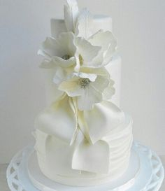 Remarkable Wedding Cake How To Pick The Best One Ideas. Beauteous Finished Wedding Cake How To Pick The Best One Ideas. Round Wedding Cakes, Wedding Cakes With Cupcakes, White Wedding Cakes, Beautiful Wedding Cakes, Gorgeous Cakes, Pretty Cakes, Amazing Cakes, Cupcake Cakes, White Cakes