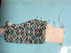 Kriskrafter: Fingerless Mitts on my Knitting Machine Knitting Patterns Free, Free Knitting, Knitting Machine, Crochet Patterns, Fingerless Gloves Knitted, Arm Warmers, Knits, Stitching, Xmas