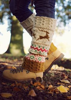 Beautiful leg warmers - I love knitting Fair Isle anything! Wander Outfits, Knitting Socks, Hand Knitting, Autumn Winter Fashion, Fall Winter, Winter Cabin, Warm And Cozy, Leg Warmers, Knit Crochet