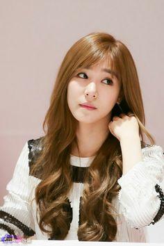 SNSD Tiffany love her curls Tiffany Girls, Snsd Tiffany, Tiffany Hwang, Sooyoung, Yoona, Girls' Generation Tiffany, Girl's Generation, Yuri, Beauty And Fashion