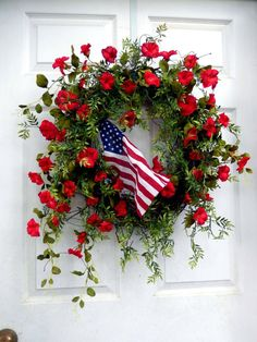 cool 26 Best DIY Simple 4th of July Wreaths for Your Front Door http://about-ruth.com/2017/06/02/26-best-diy-simple-4th-of-july-wreaths-for-your-front-door/