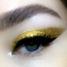 GOLDEN WING ⚡️⚡️⚡️ #Obsessed with this HEAVENLY #METALMORPHOSIS005 METALLURGIC MASTERPIECE using Kits: Gold and Silver! ⚡️⚡️⚡️ See the full #Tutorial now on my Snapchat and Insta Story