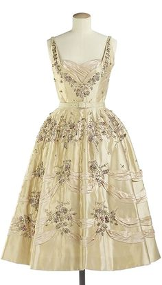 A stunning champagne hued Balmain evening dress from 1957. #vintage #1950s #fashion #dresses