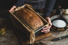 Hľadáte recept na domáci chlieb? Tento recept na špaldový domáci chlieb je jednoduchý a upečený chlebík je sýty, chrumkavý a a skrátka dobrý. A váš.