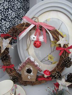 Scandi style bird box wreath £8 + £3.95 p&p. Available from Henry, Oscar & Me @ www.facebook.com/henryoscarandme Handmade Crafts, Diy Crafts, Bird Boxes, Scandi Style, Christmas Wreaths, Facebook, Holiday Decor, Home Decor, Birdcages