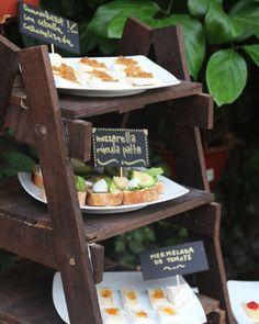 Una buena manera de usar una mini escalera de madera  Un #cumpleaños #60 con muchos detalles y comida preparada por mi mamá  pueden ver todo en el blog #instagood #diy #eventplanner #evento